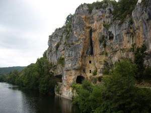 Limestone cliff house on the Célé river